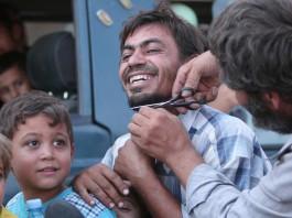 Сотни сирийцев сбрили бороды и сняли паранджи, празднуя свободу от «Исламского государства»