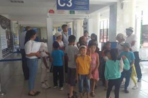 В международном аэропорту «Ош» провели экскурсию для школьников Чон-Алайского района