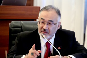 Турсунбай Бакир уулу утверждает: Пользователь Facebook ударил его кастетом