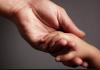 Брошенных кыргызстанками в Москве пятерых детей вернули на родину