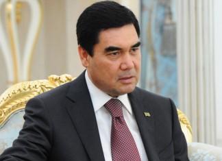 Видео: Президент Туркменистана сочинил песню на немецком языке и спел ее с внуком