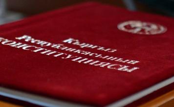 Садыр Жапаров подписал новую Конституцию Кыргызстана