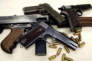 У жителей Бишкека и Оша изъято незаконно хранящееся оружие