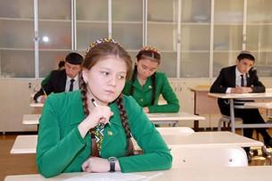 В Туркменистане ожидают возвращения к 10-летней системе школьного образования