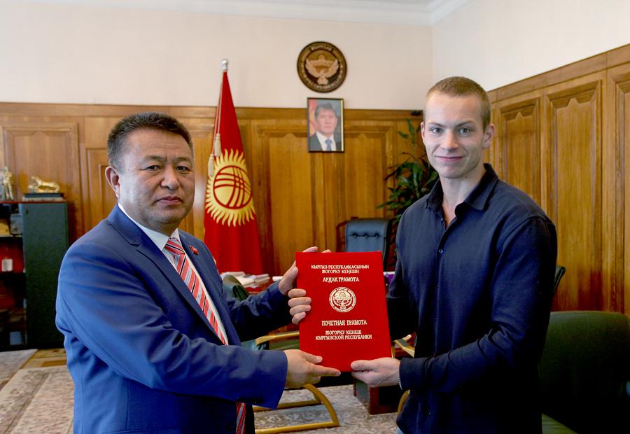 МЧС Кыргызстана наградило москвича заспасение людей вОтрадном