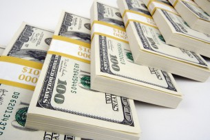 Контрабандист бросил на узбекско-кыргызской границе около $600 тыс.