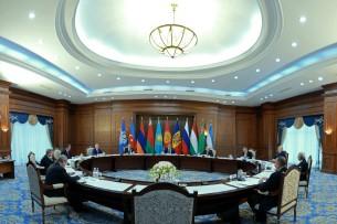 В узком составе главы стран СНГ обсуждают меры адаптации к современным реалиям