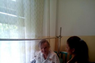 Личность бабушки, брошенной возле ворот пансиона, не установлена