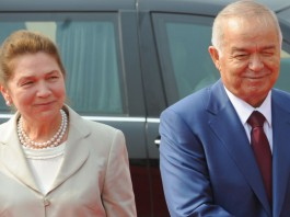 Вдова первого президента Узбекистана передала в мечеть покрывало Каабы