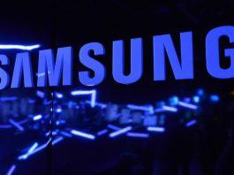 Samsung работает над складным смартфоном с большим экраном