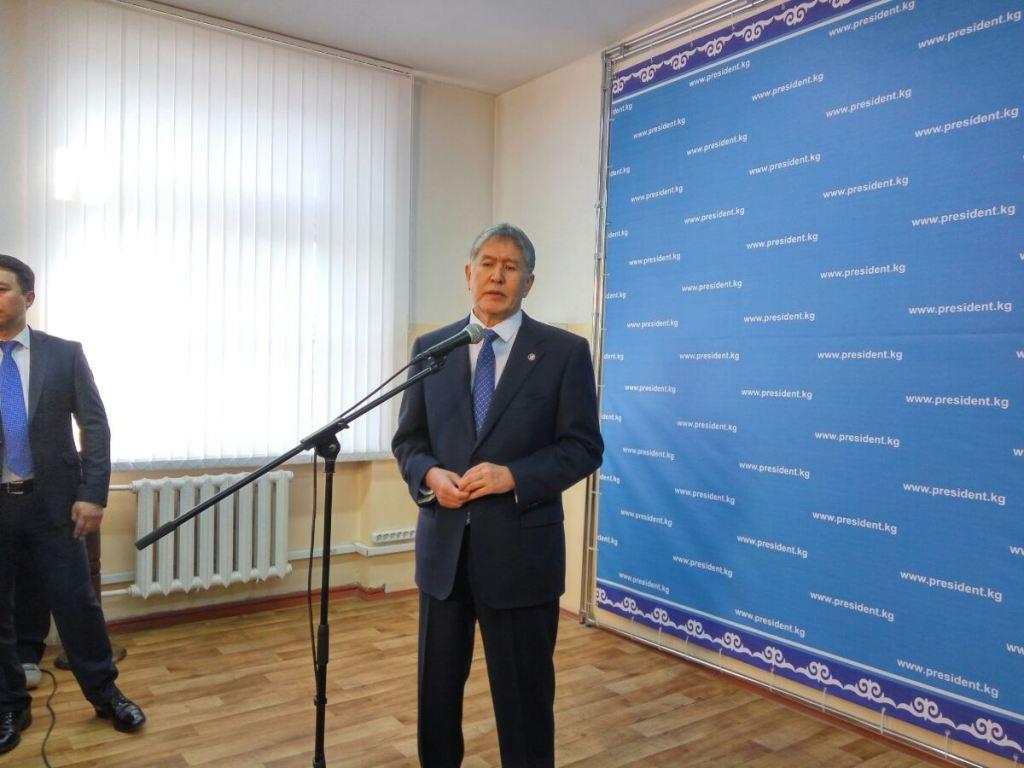 Алмазбек Атамбаев проголосовал нареферендуме поКонституции