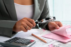 Кыргызстанцы при представлении налоговой декларации вправе получить социальный или имущественный вычеты