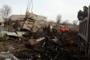 Крушение Боинга: С места вывозят обломки самолета