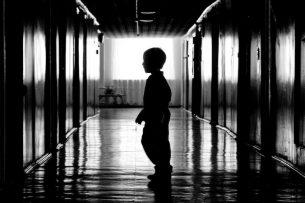 Двухлетний малыш пять дней провел в квартире с телом умершей матери