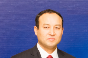 Председатель правления ОАО «РСК Банк» Азизбек Оморкулов удостоен награды Национального банка КР