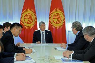 Атамбаев обсудил с главами General Electric ввод в КР новых генерирующих мощностей