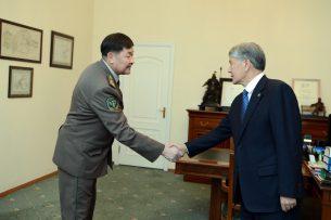Атамбаеву доложили о мерах по защите внешних рубежей страны