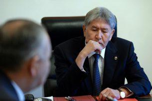 Алмазбеку Атамбаеву рассказали о ликвидации последствий крушения самолета