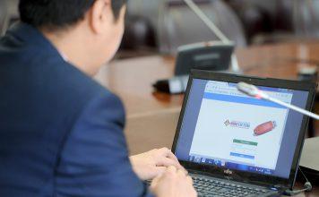 Премьер потребовал ускорить обслуживание бизнеса и населения в интернете