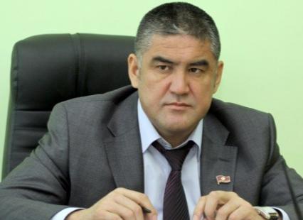 Курсана Асанова обвиняют в избиении главного редактора «Азия Ньюс» Аслана Сартбаева