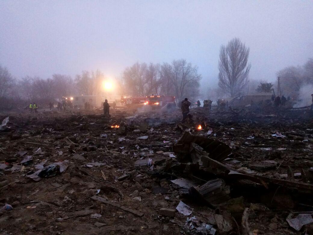 Самолёт рухнул нажилые дома— катастрофа вБишкеке