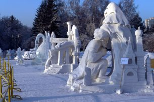 Кыргызстанцы заняли третье место на Сибирском фестивале снежной скульптуры