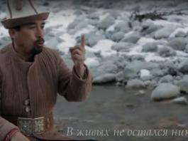 Исполнение эпоса «Манас» на фоне живописных гор Кыргызстана (видео)