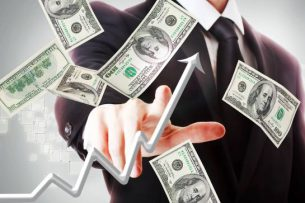 Почему доллар растет, а сом падает?