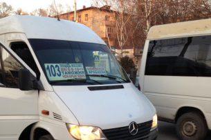 В центре Бишкека водители маршруток устроили гонки