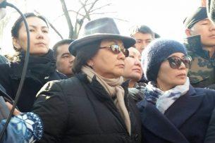 Роза Отунбаева просит отпустить Текебаева под домашний арест