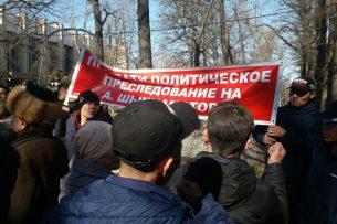 Алмамбет Шыкмаматов вышел из здания ГКНБ