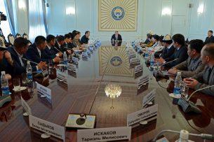 Атамбаев: Никакие силовые методы давления на власть им не помогут