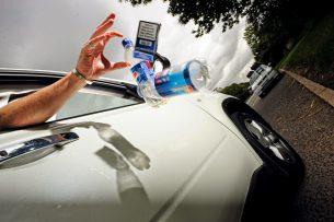 Штрафовать за выброс мусора из автомобиля предлагают в Кыргызстане