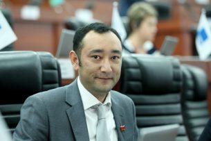 Депутату от фракции СДПК Музаффару Исакову предъявлено обвинение в коррупции