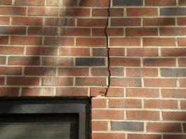 В результате землетрясения в домах кыргызстанцев появились трещины