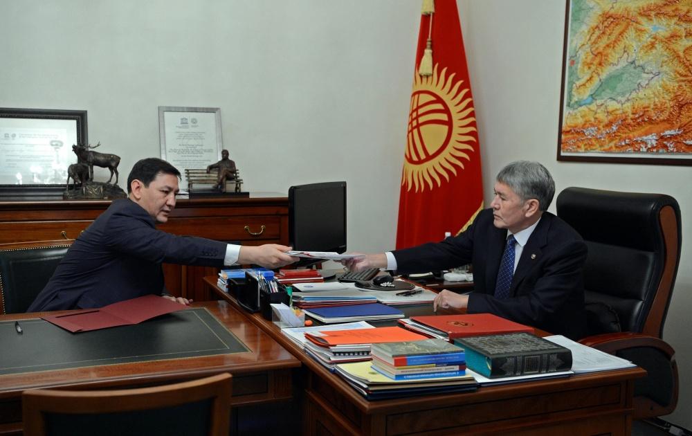 Омурбек Текебаев на опросе вГКНБ. Каныбека Иманалиева отпустили