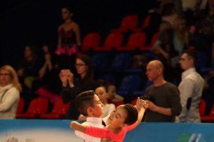 Юные танцоры из Кыргызстана завоевали серебряную медаль на соревнованиях в Москве