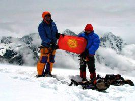 От Северного полюса до Гималаев: путешествия флага Кыргызстана по миру