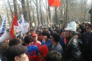 Цель митингующих сторонников Садыра Жапарова – сменить действующую власть — политолог