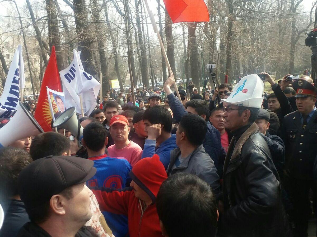 Садыр Жапаров въехал вКыргызстан— сторонники экс-депутата