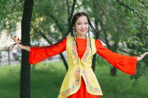 Денежный приз ожидает автора лучшего кыргызского костюма для девочек