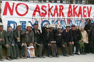 Аскар Акаев о 24 марта: 12 лет назад я собственными глазами наблюдал начало штурма Белого Дома
