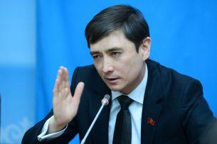 Депутаты просят спикера уволить Абдыманапа Кутушева