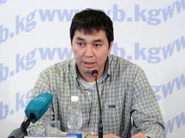 Адвокат Токтакунов обратился в Конституционный суд. Он просит отменить положение УПК, которое позволяет держать подсудимых под стражей вплоть до их смерти