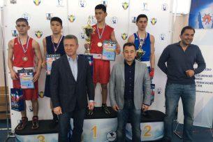 Кыргызстанец Дастан Абдрахманов стал чемпионом Дальнего Востока по боксу среди юниоров