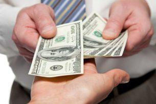 В Бишкеке сотрудник Финпола в сговоре с членами ОПГ вымогал у гражданина Китая $15 тыс.