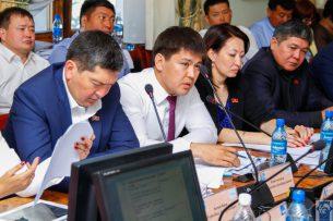 В Бишкекском горкенеше поругались Докенов и Конгантиев