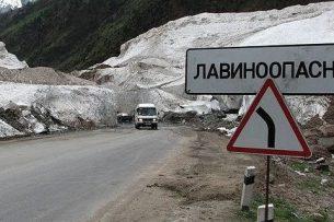 Чыныбай Турсунбеков поручил оказывать всю необходимую помощь оказавшимся в снежном плену животноводам