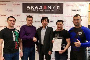 Боец из Кыргызстана подписал контракт с Федерацией панкратиона Дальнего Востока