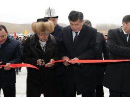 Сооронбай Жээнбеков принял участие в церемонии открытия школы в Кара-Бууринском районе